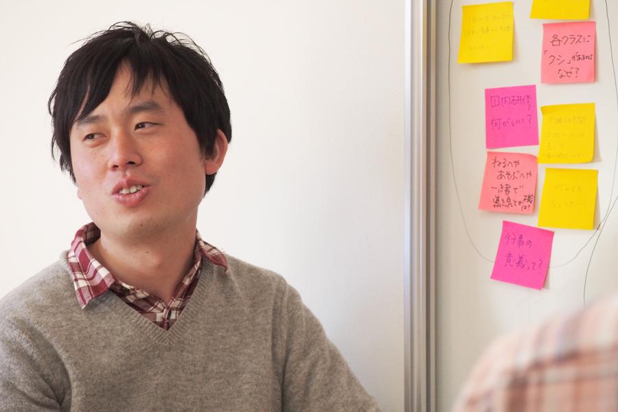 神谷潤さん。田中さん同様、昨年度まで保育士、大学院での幼児教育の研究と2足のわらじ生活を過ごす。他の活動として「東京読書会HONTOMO」を主催している。今年度からは保育士としての実践と大学院で学んだ理論をつないでいく。神谷さん自身のテーマは「つなぐ」